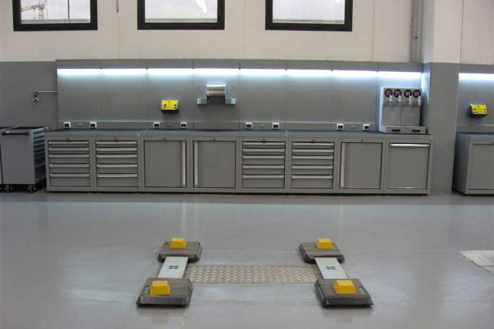 Arredamento officina meccanica for Arredamento per officina